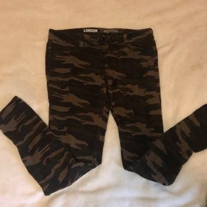 Pants - Camo stretchy jeans
